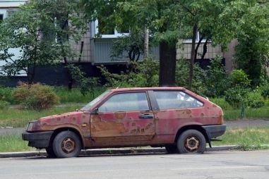 Россиян будут штрафовать за брошенные автомобили