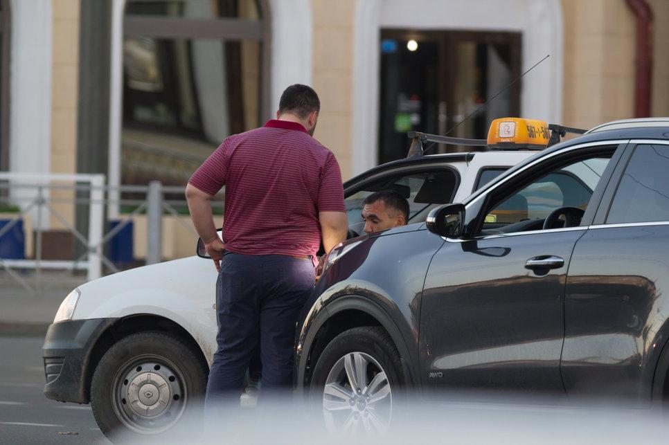 Пассажирка Такси В Праге Дала Воспользоваться Собой Водителю