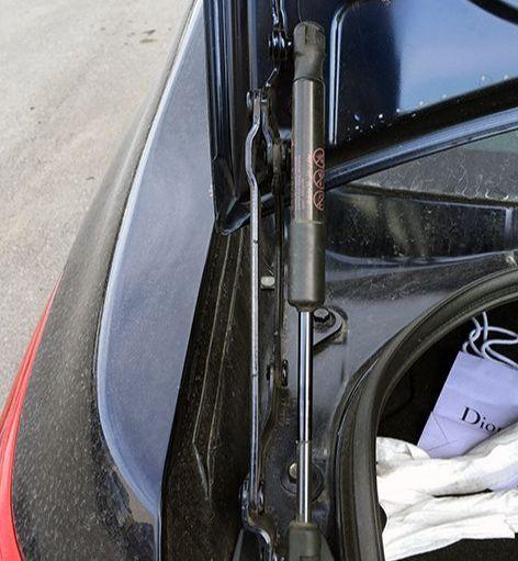 Механизм крышки багажника, все снаружи, все компактно