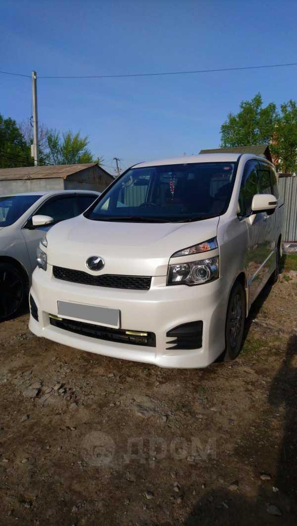 Toyota Voxy, 2013 год, 970 000 руб.