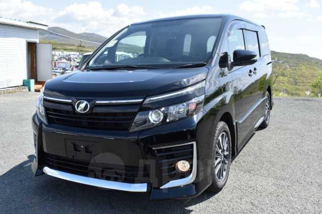 Toyota Voxy, 2014 год, 1 215 000 руб.