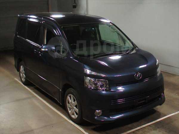 Toyota Voxy, 2009 год, 790 000 руб.