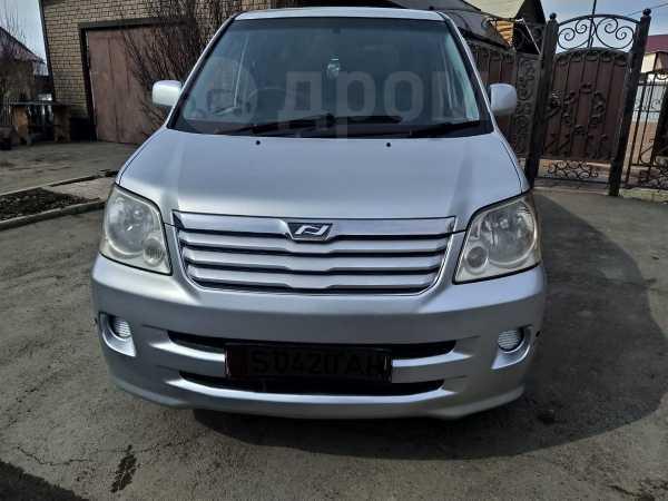 Toyota Noah, 2002 год, 495 000 руб.
