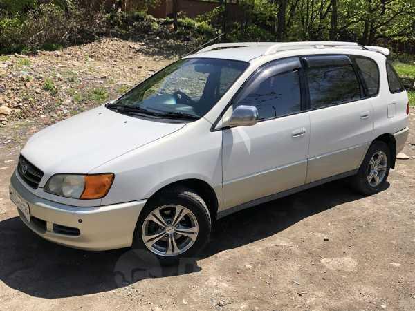 Toyota Ipsum, 2000 год, 295 000 руб.