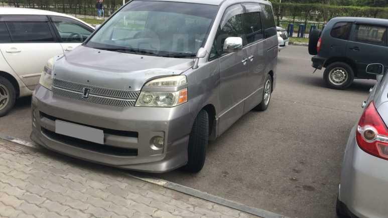 Toyota Voxy, 2005 год, 605 000 руб.