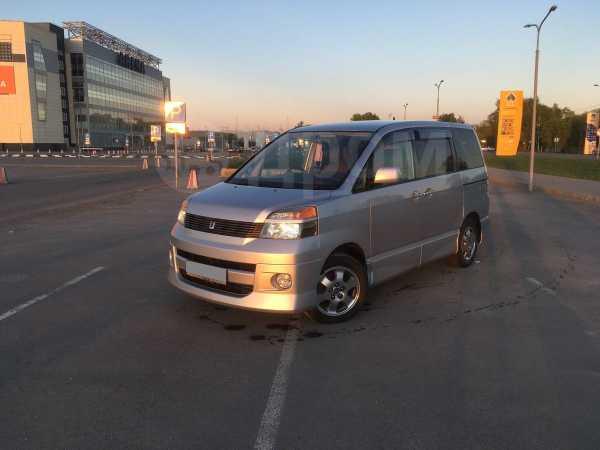 Toyota Voxy, 2002 год, 555 000 руб.