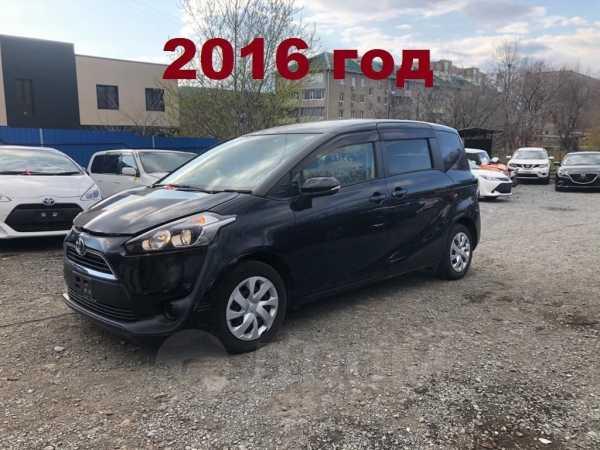 Toyota Sienta, 2015 год, 800 000 руб.