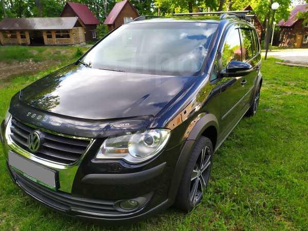 Volkswagen Touran, 2010 год, 586 000 руб.