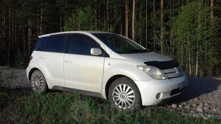 Toyota ist, 2003 год, 307 000 руб.