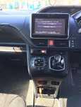 Toyota Voxy, 2014 год, 1 220 000 руб.