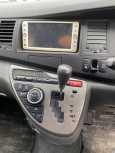 Toyota Isis, 2010 год, 820 000 руб.