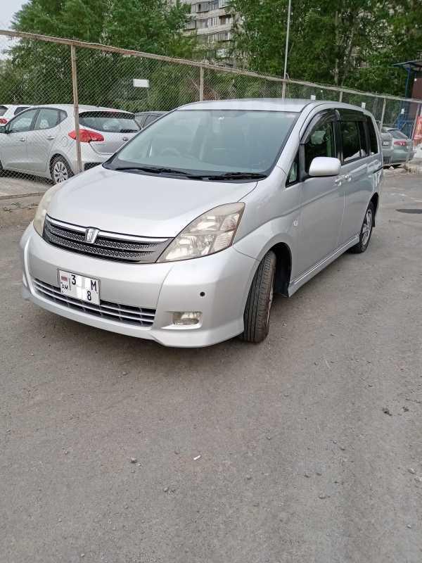 Toyota Isis, 2005 год, 215 000 руб.
