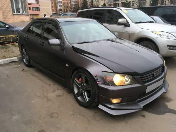 Lexus IS200, 2000 год, 490 000 руб.
