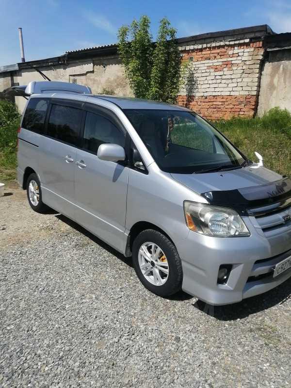 Toyota Noah, 2005 год, 620 000 руб.
