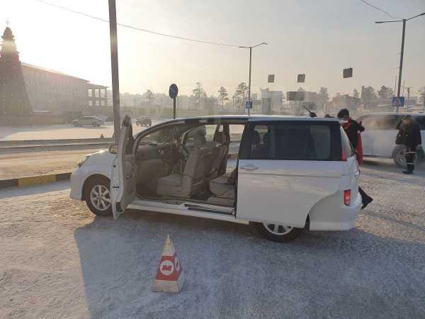 Toyota Isis, 2010 год, 725 000 руб.