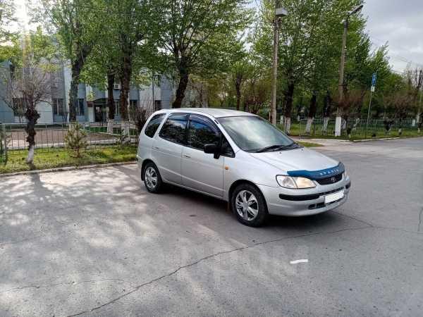 Toyota Corolla Spacio, 1998 год, 258 000 руб.