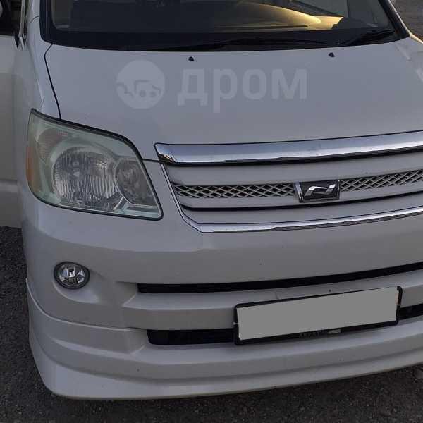 Toyota Noah, 2006 год, 320 000 руб.