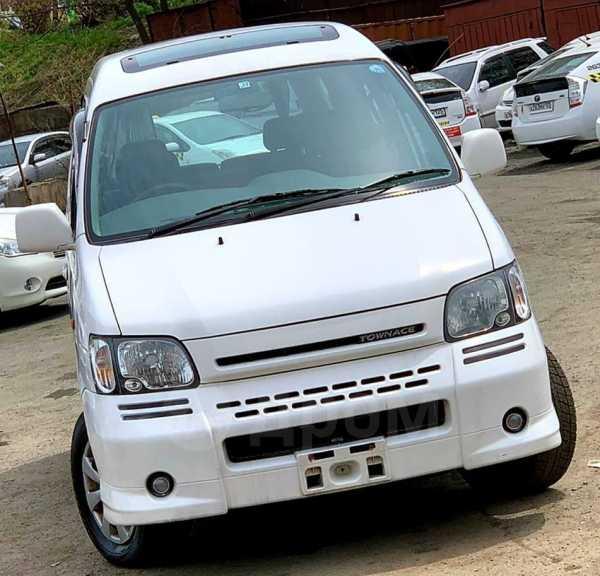 Toyota Town Ace Noah, 2001 год, 330 000 руб.