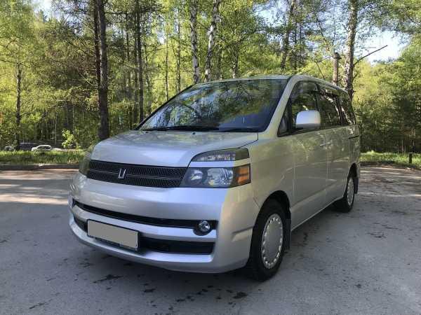 Toyota Voxy, 2006 год, 540 000 руб.