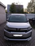 Toyota Voxy, 2014 год, 1 188 000 руб.