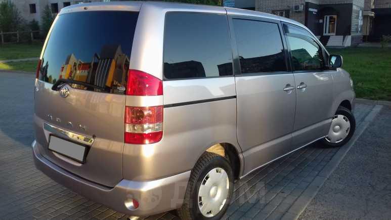 Toyota Noah, 2002 год, 532 000 руб.