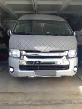 Кызыл Toyota Hiace 2005