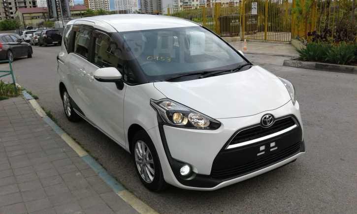 Toyota Sienta, 2017 год, 925 000 руб.