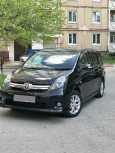 Toyota Isis, 2010 год, 745 000 руб.