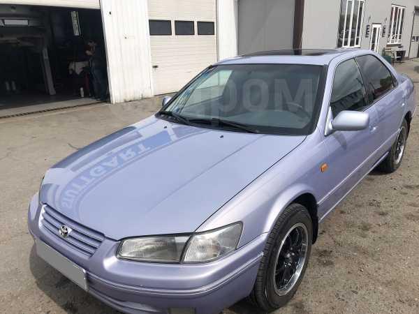 Toyota Camry, 1998 год, 300 000 руб.