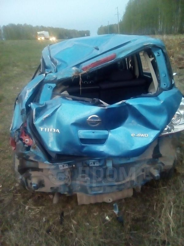 Nissan Tiida, 2004 год, 70 000 руб.