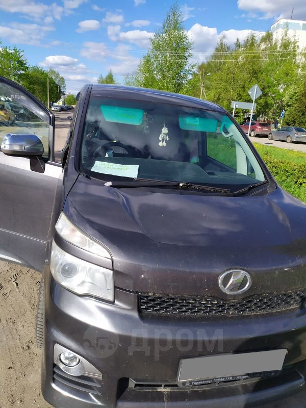 Toyota Voxy, 2012 год, 950 500 руб.