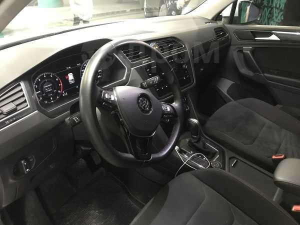 Volkswagen Tiguan, 2018 год, 1 850 000 руб.