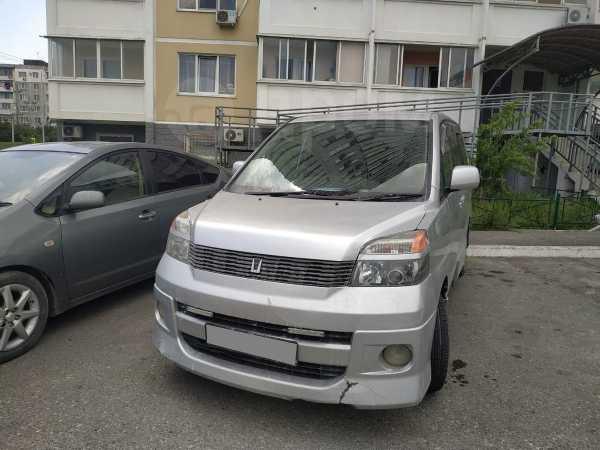 Toyota Voxy, 2001 год, 480 000 руб.