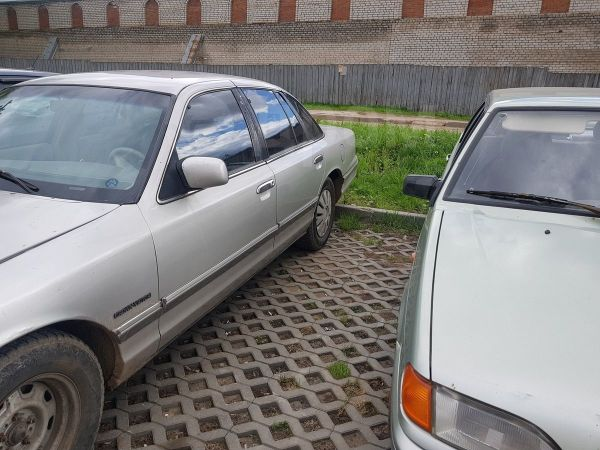 Ford Crown Victoria, 1992 год, 250 000 руб.
