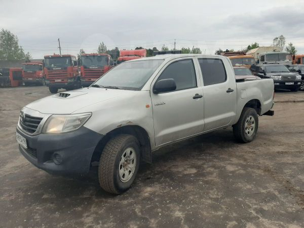 Toyota Hilux Pick Up, 2013 год, 768 000 руб.