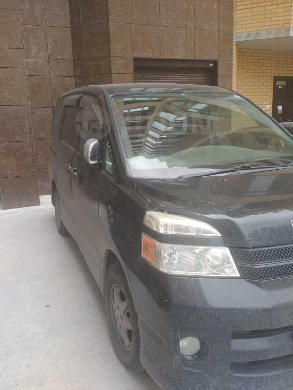 Toyota Voxy, 2006 год, 670 000 руб.