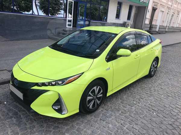 Toyota Prius PHV, 2017 год, 1 750 000 руб.