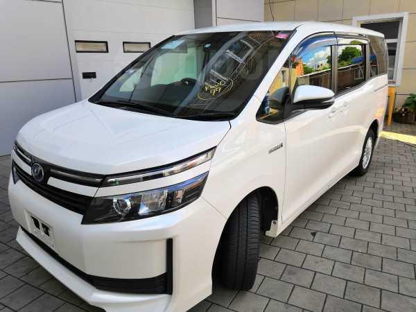 Toyota Voxy, 2015 год, 1 490 000 руб.