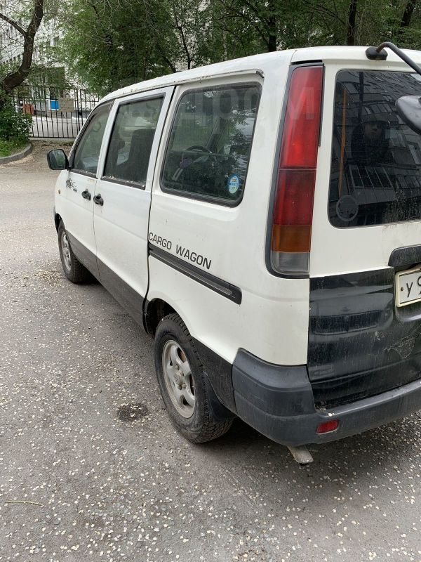 Toyota Town Ace, 2001 год, 205 000 руб.