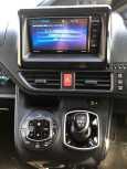Toyota Noah, 2015 год, 1 235 000 руб.