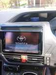 Toyota Voxy, 2016 год, 1 355 000 руб.