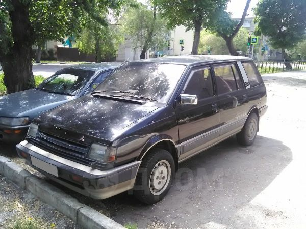 Mitsubishi Chariot, 1987 год, 125 000 руб.