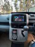 Toyota Voxy, 2009 год, 870 000 руб.