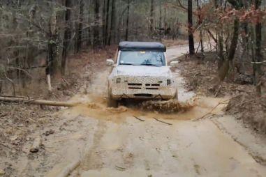 Ford показал, как новый внедорожник Bronco чувствует себя в грязи (ВИДЕО)