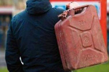 В Кургане мужчина облил бензином и сжег сразу 13 автомобилей на охраняемой стоянке (ВИДЕО)
