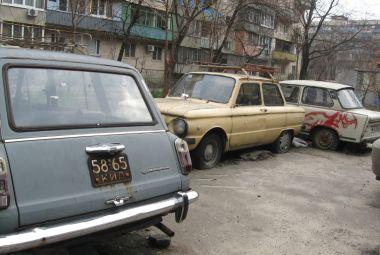 Стало известно, будут ли стоящие в частных дворах автомобили считаться брошенными