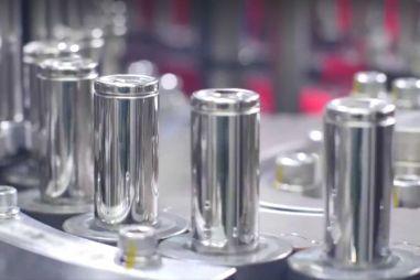 Китайцы придумали «вечный» аккумулятор для электромобилей. Его может получить Тесла