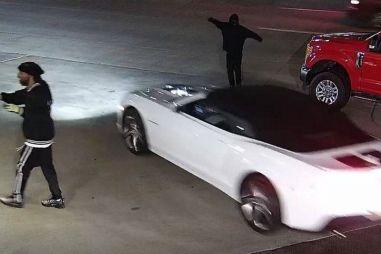 Мародеры в США под шумок угнали машины из автосалона Chevrolet (ВИДЕО)