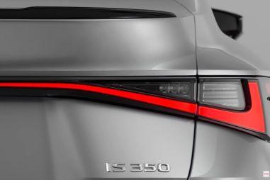 Lexus опубликовал первый снимок нового IS