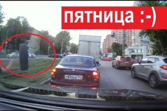 Пятничная подборка видео: поймал колесо и никого не задел